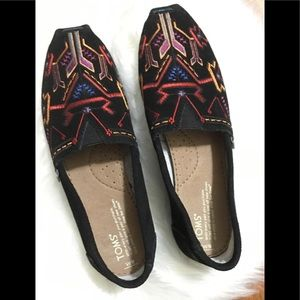 Tom suede black tribal print sz. 9